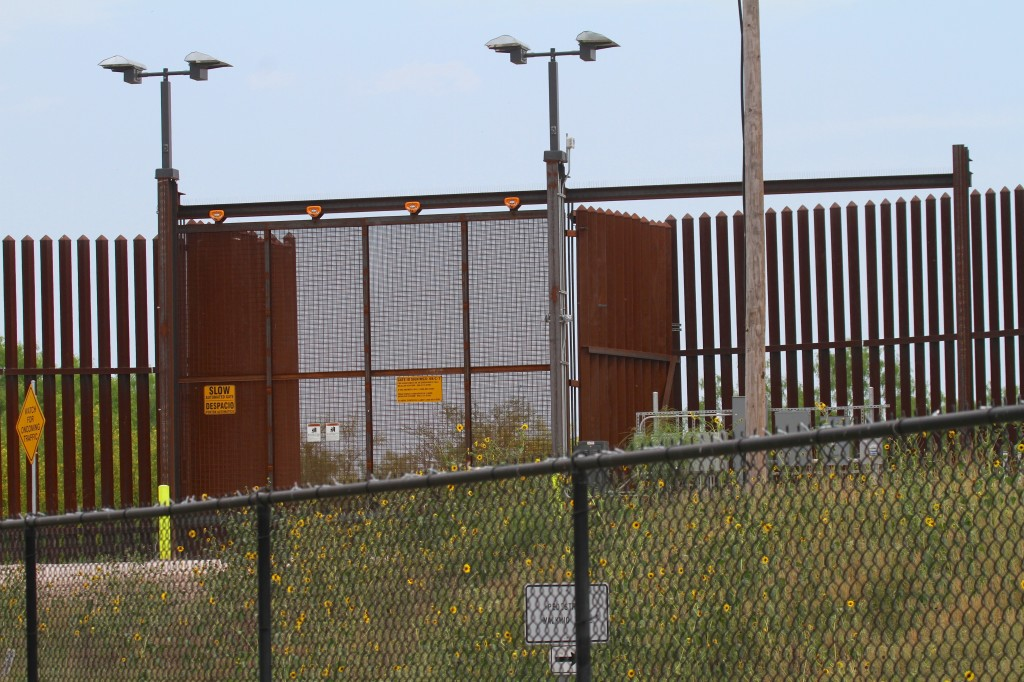 A gate..into Mexico?